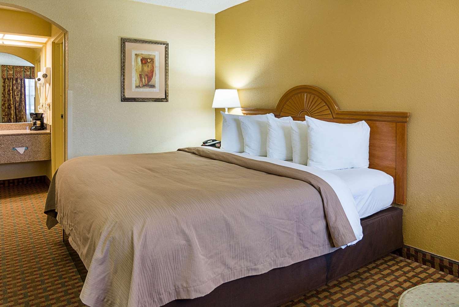 Room - Quality Inn Bossier City