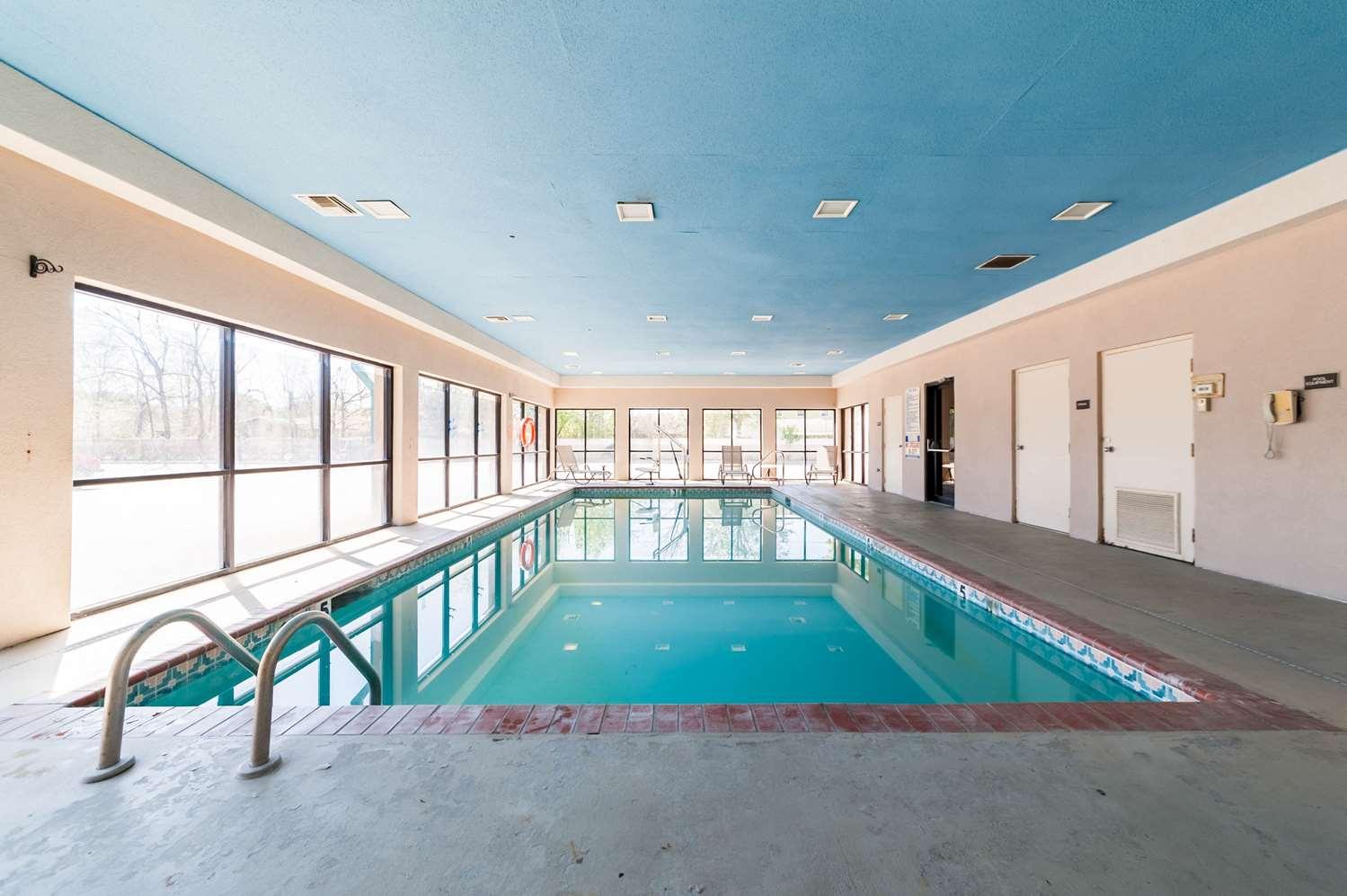 Pool - Quality Inn & Suites Lafayette