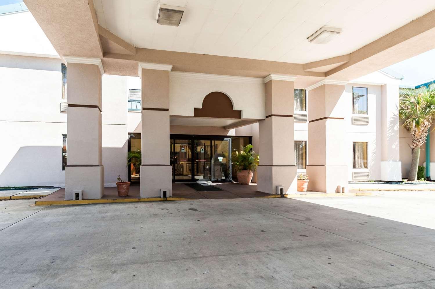 Exterior view - Quality Inn & Suites Lafayette