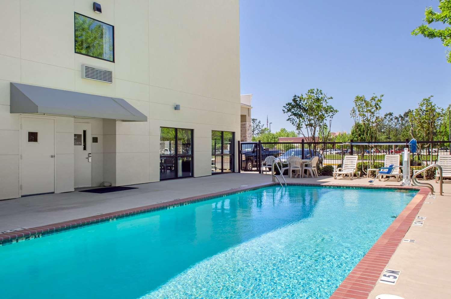 Pool - Comfort Inn & Suites Covington