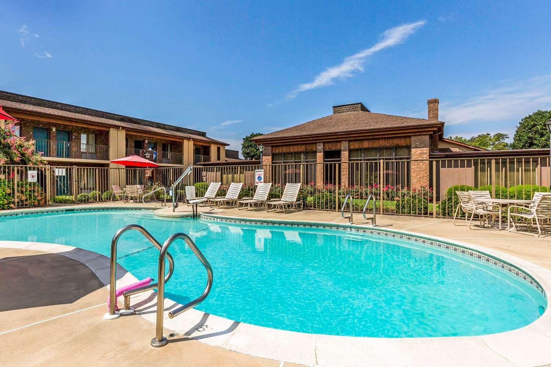Pool - Quality Inn Easton
