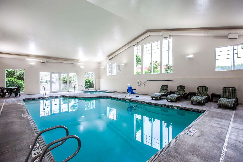 Pool - Quality Inn & Suites Federal Way