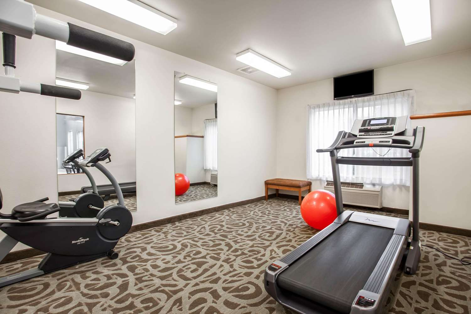 Fitness/ Exercise Room - Quality Inn & Suites Federal Way
