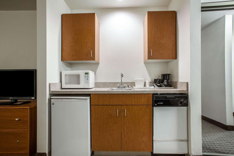 Suite - Quality Inn & Suites Federal Way