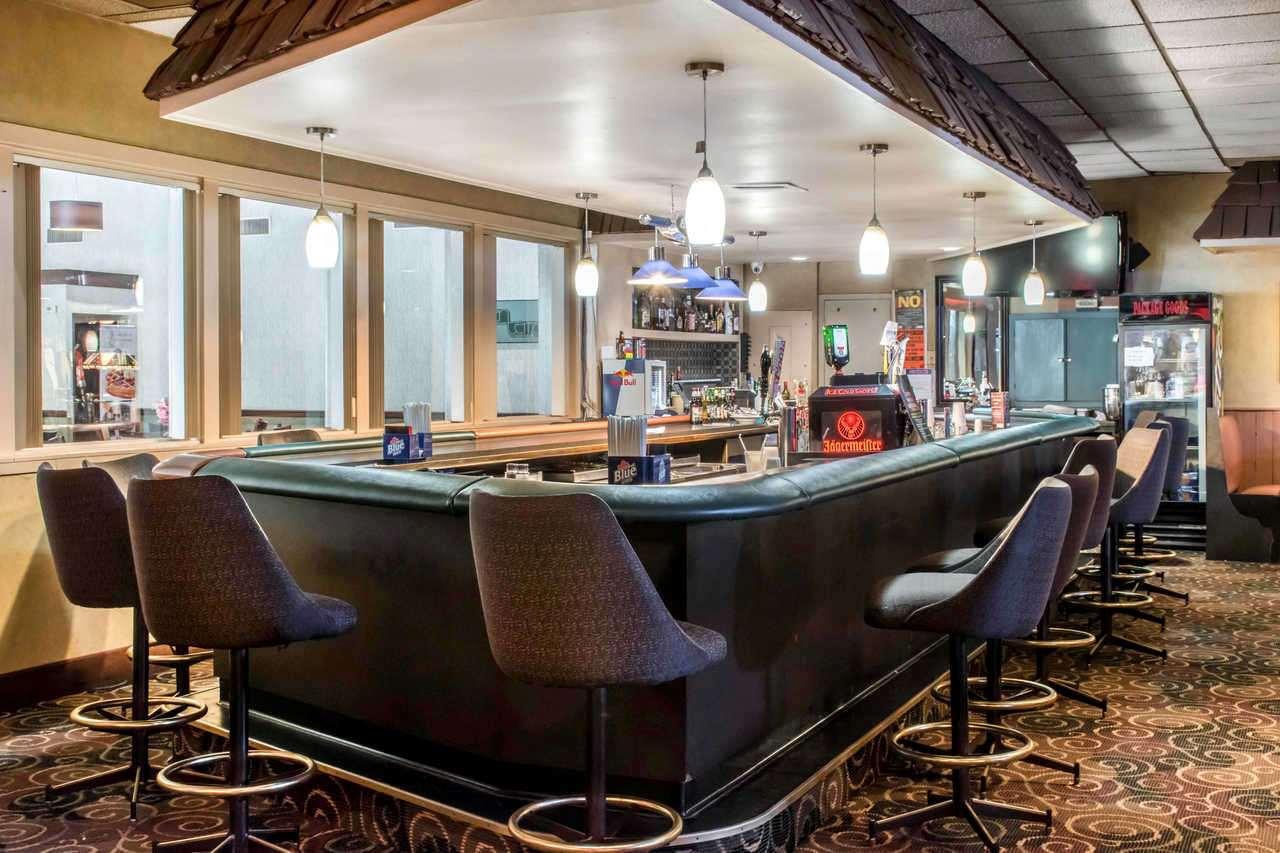 Bar - Baymont Inn & Suites Historic Route 66 Barstow