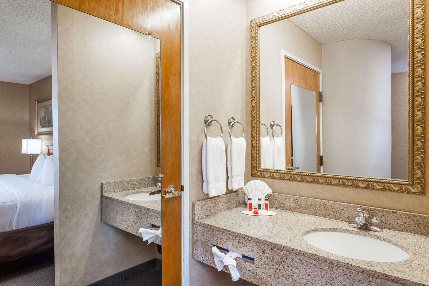 Room - Baymont Inn & Suites Historic Route 66 Barstow
