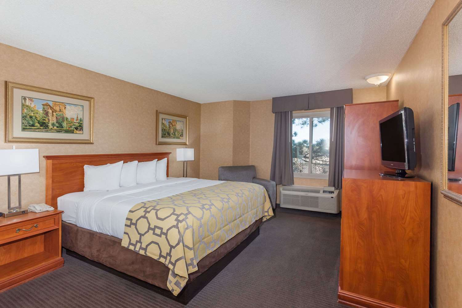 Suite - Baymont Inn & Suites Historic Route 66 Barstow