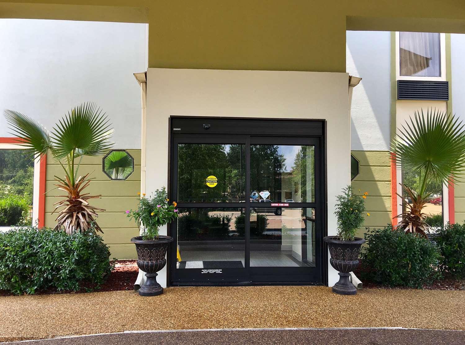 Americas Best Value Inn and Suites Clinton Jackson