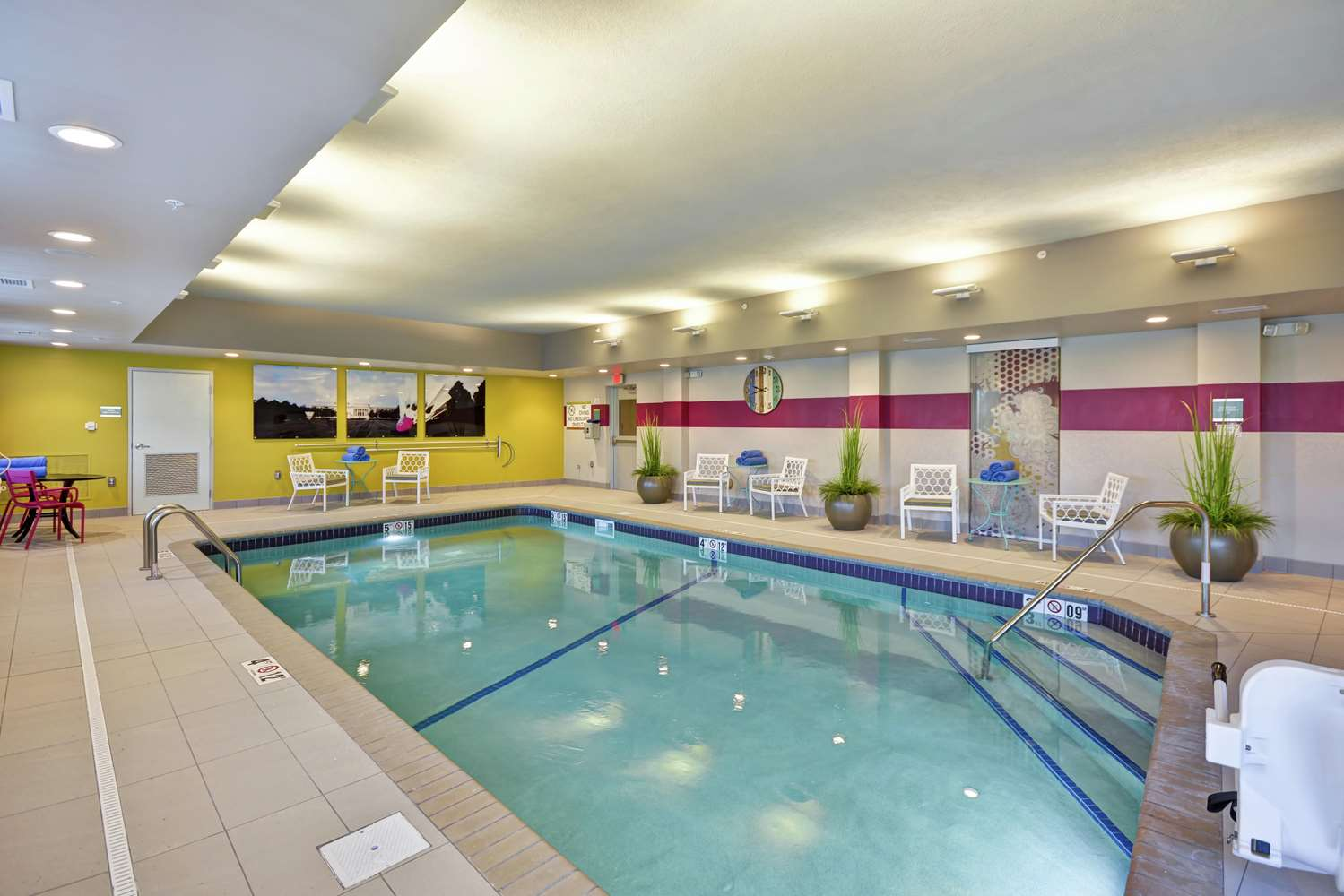 Pool - Home2 Suites by Hilton Airport Kansas City