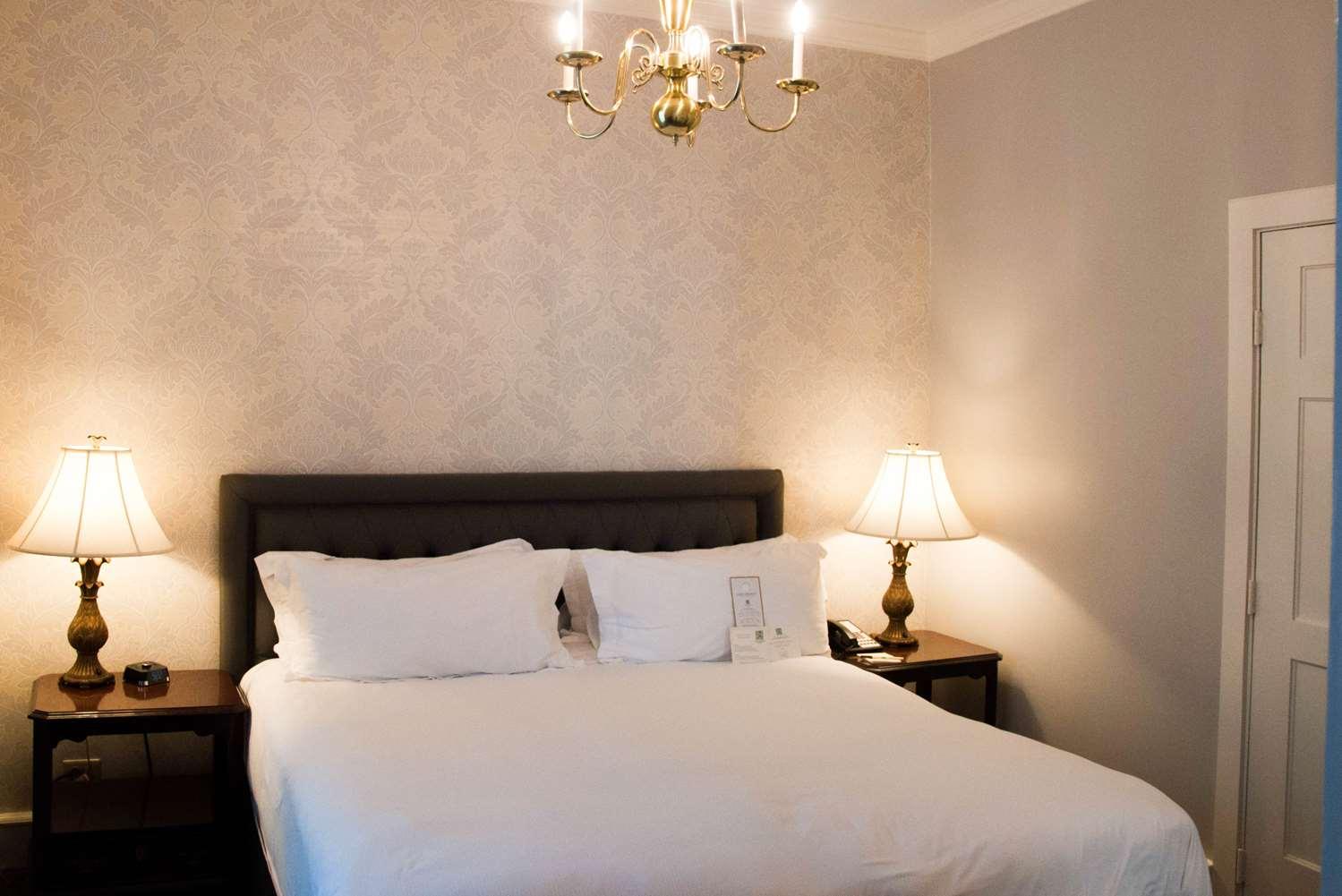 Room - Hawthorne Hotel Salem