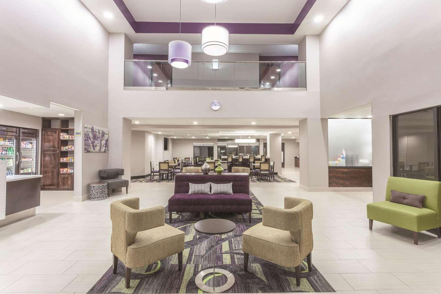 Lobby - La Quinta Inn & Suites Columbus
