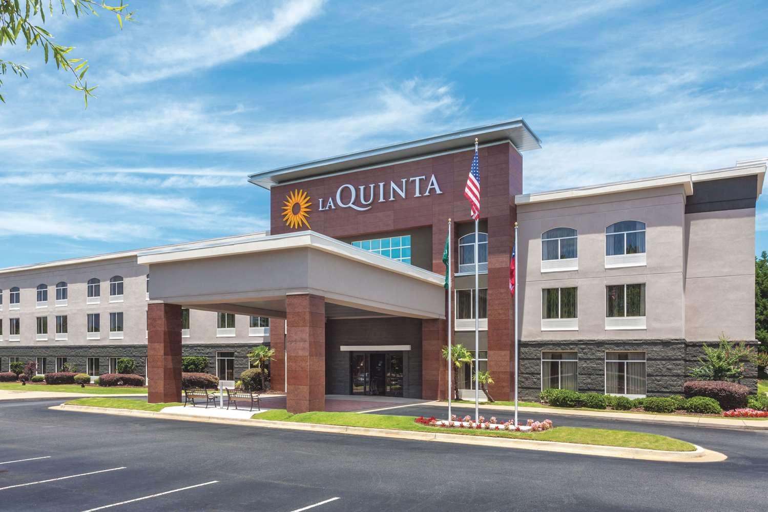 Exterior view - La Quinta Inn & Suites Columbus