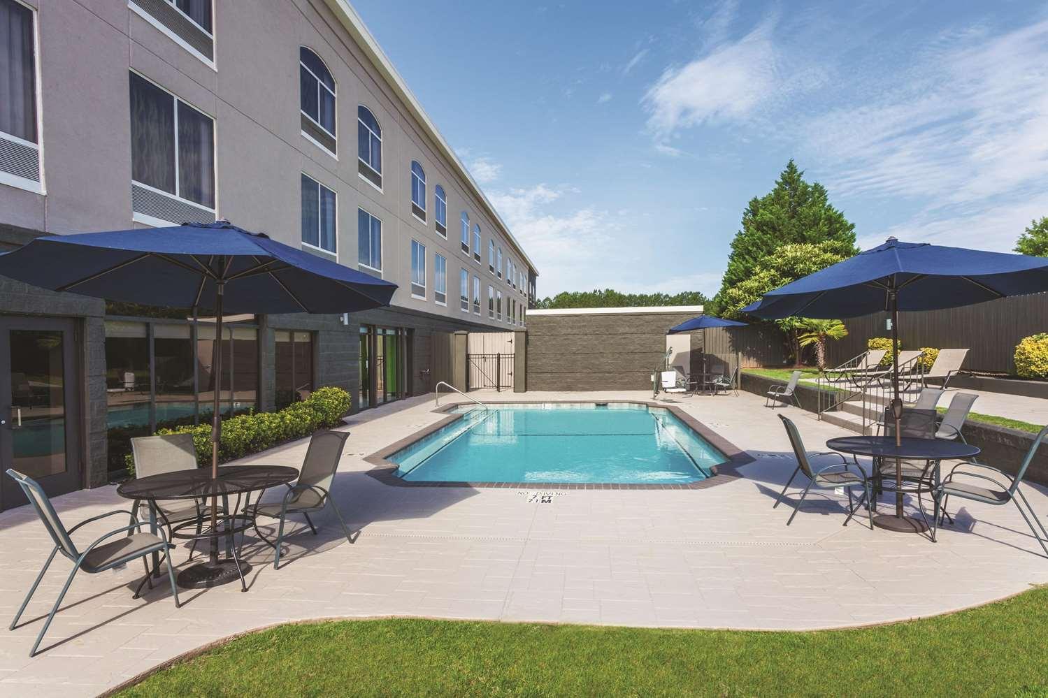 Pool - La Quinta Inn & Suites Columbus