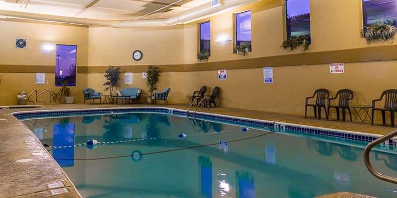 Pool - Barrington Hotel & Suites Branson