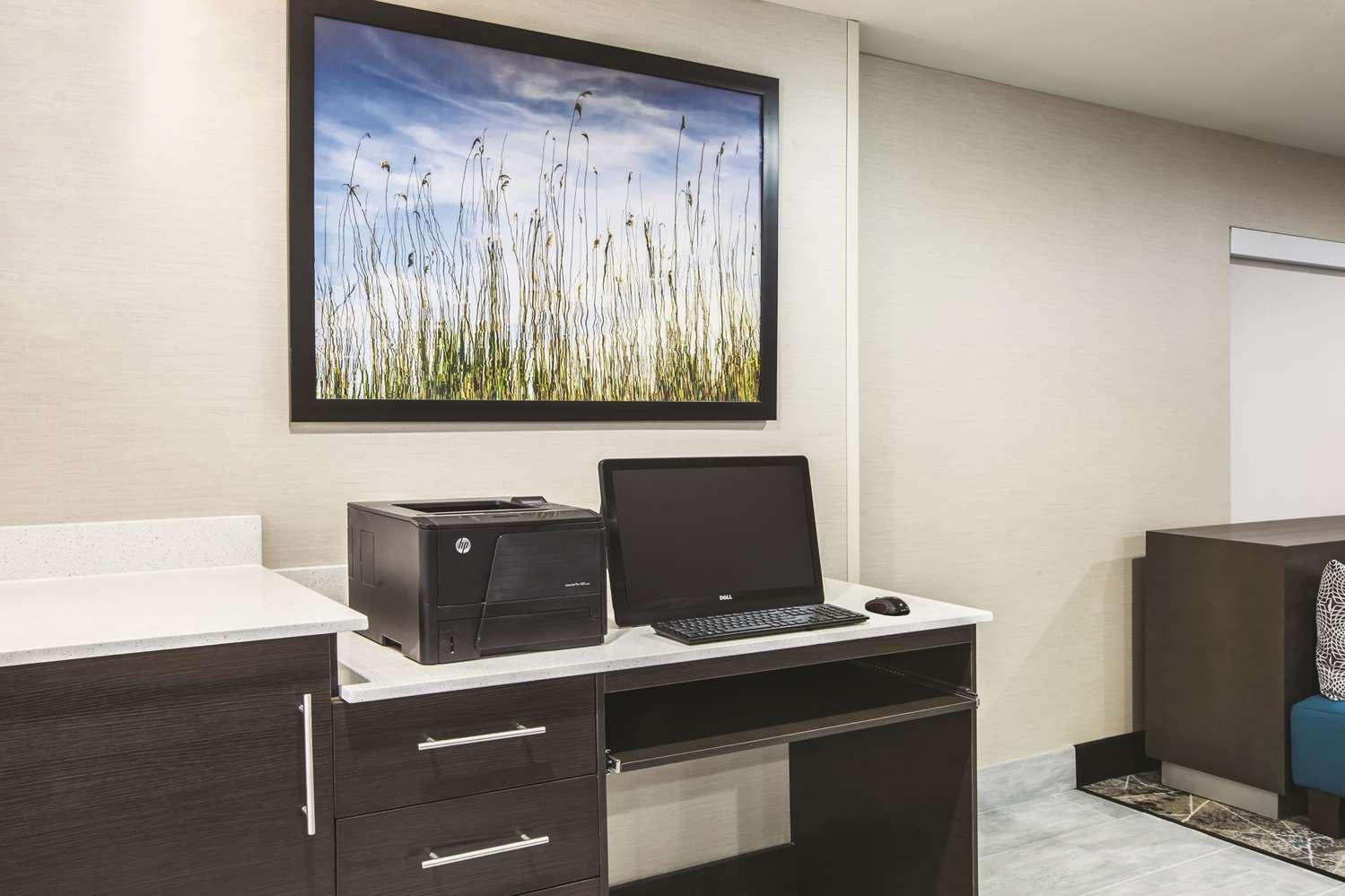 Conference Area - La Quinta Inn & Suites Walker