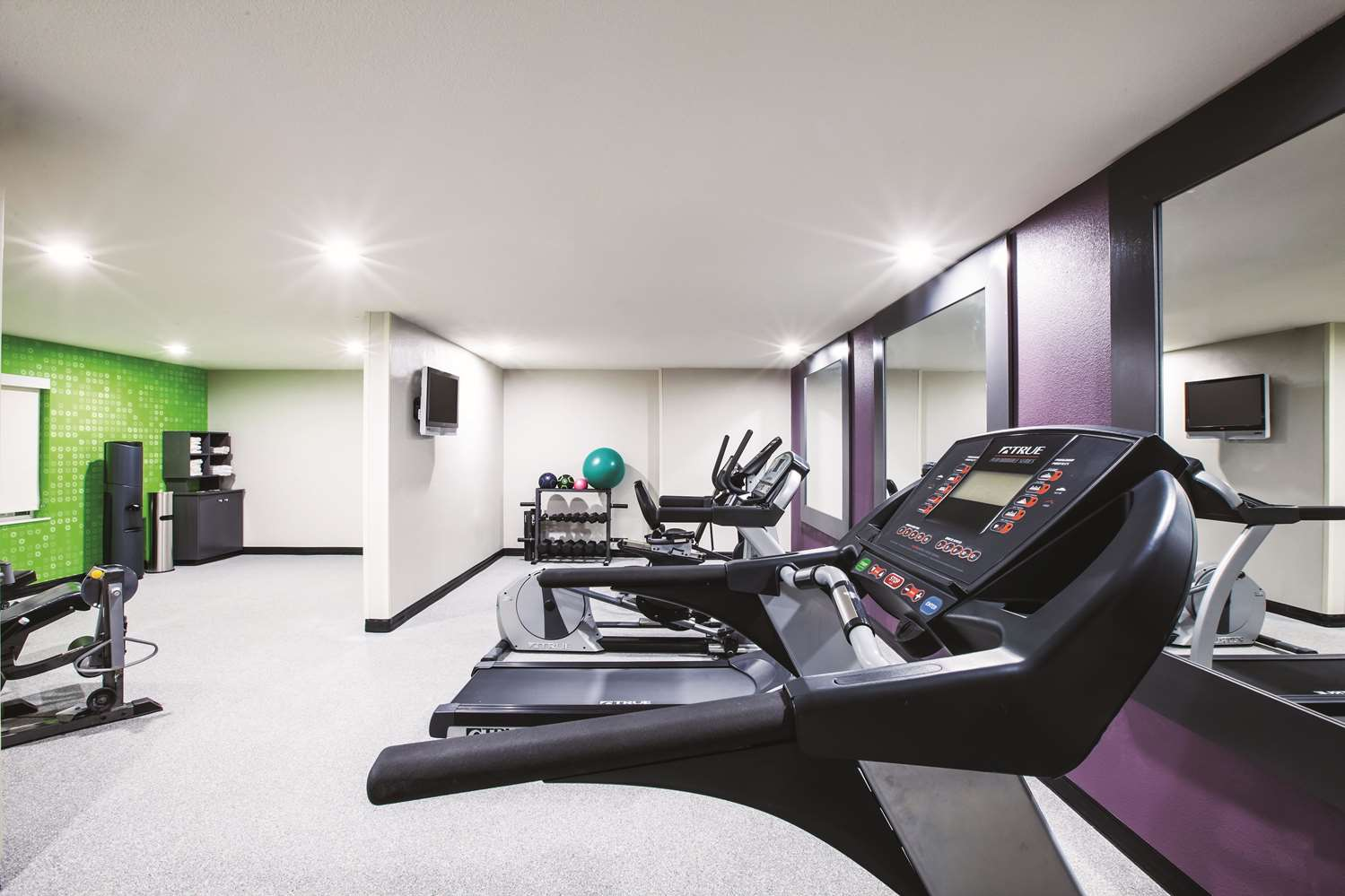 Fitness/ Exercise Room - La Quinta Inn & Suites Walker