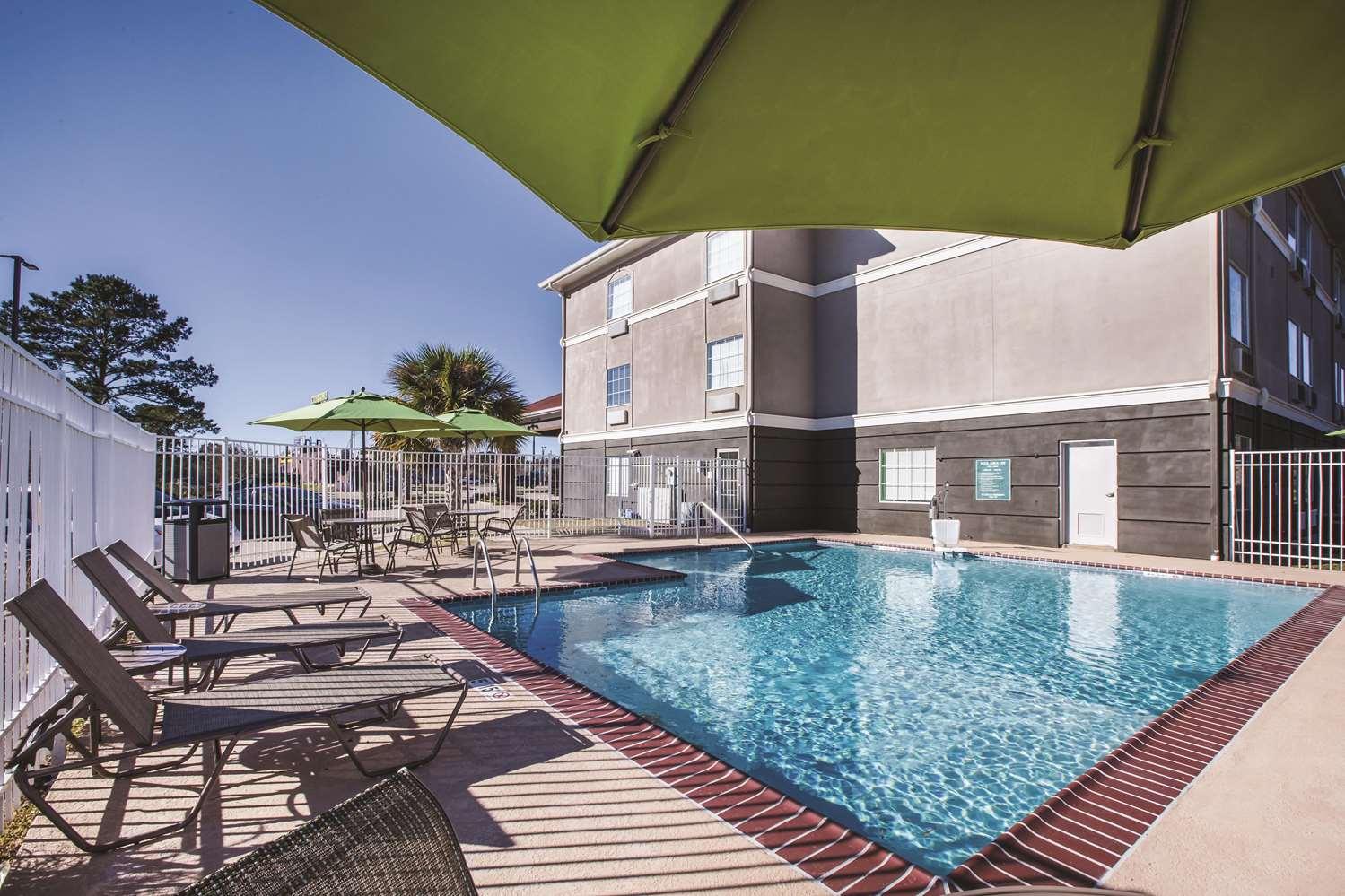 Pool - La Quinta Inn & Suites Walker