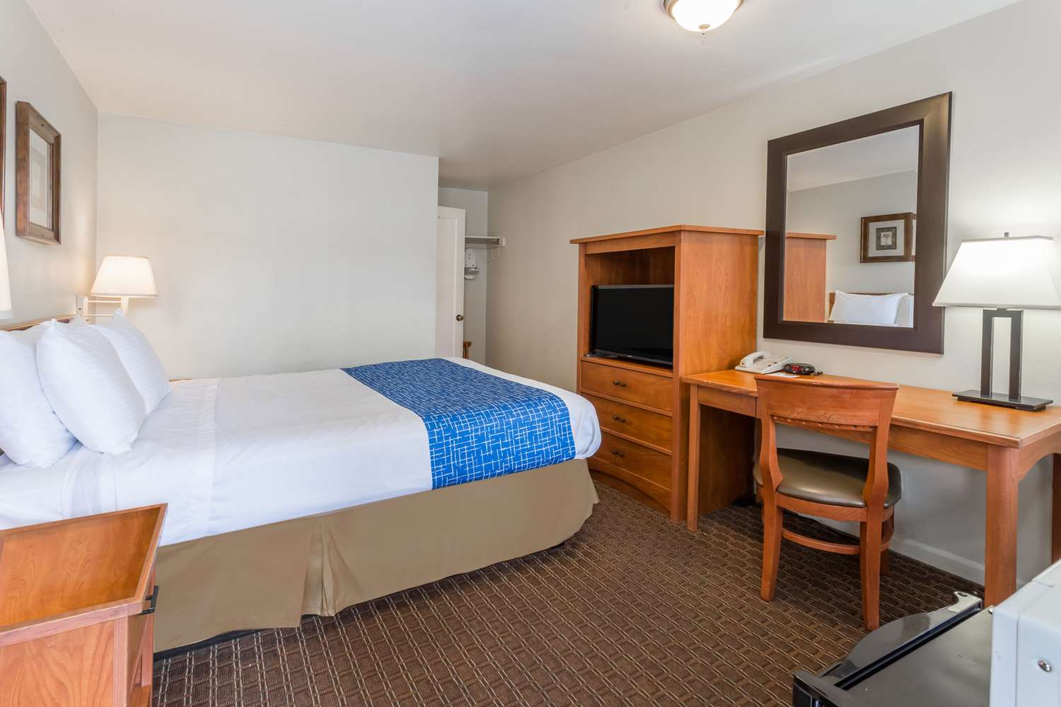 Room - Travelodge Downtown Eugene