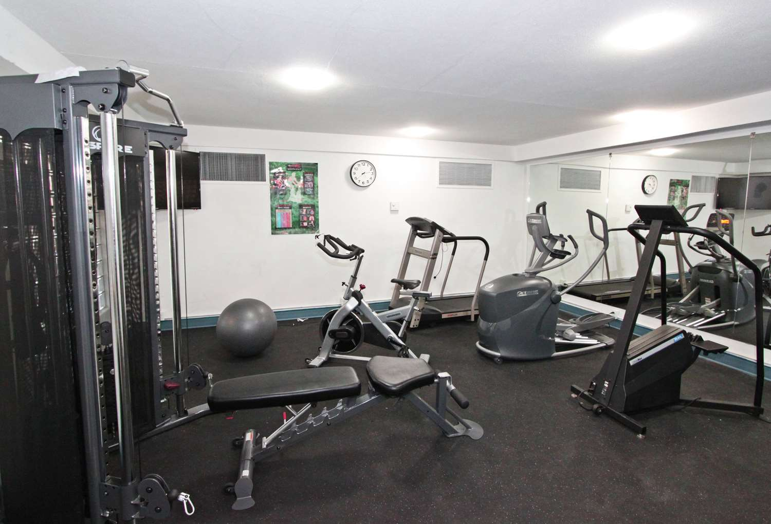 Fitness/ Exercise Room - Accent Inn Kamloops