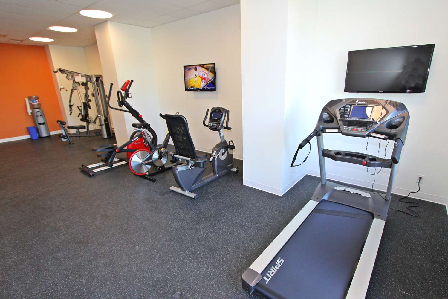 Fitness/ Exercise Room - Accent Inn Victoria