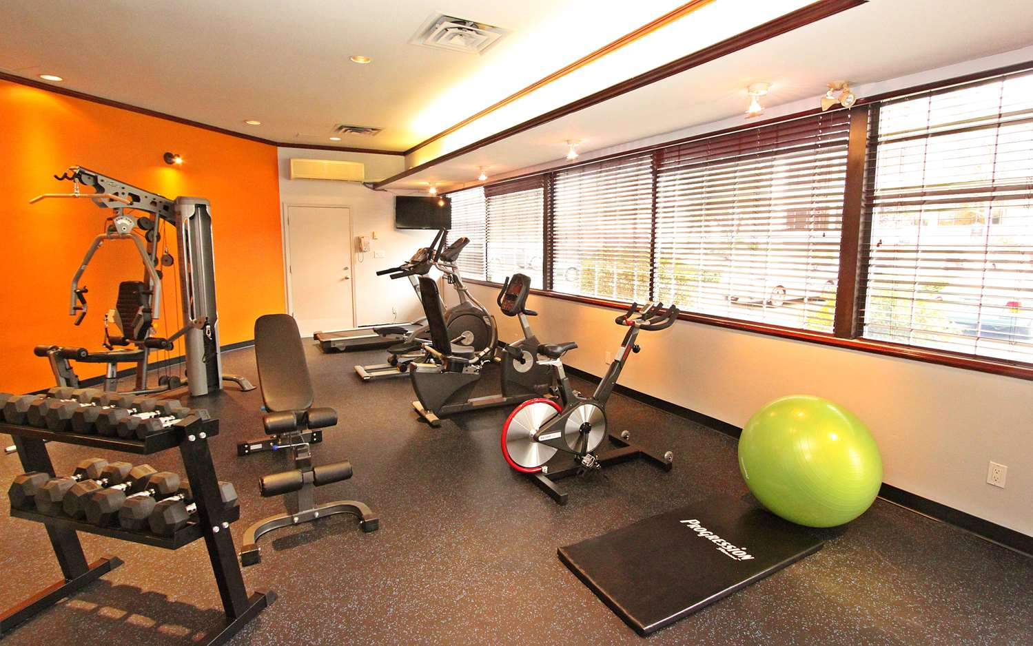 Fitness/ Exercise Room - Accent Inn Vancouver Airport Richmond