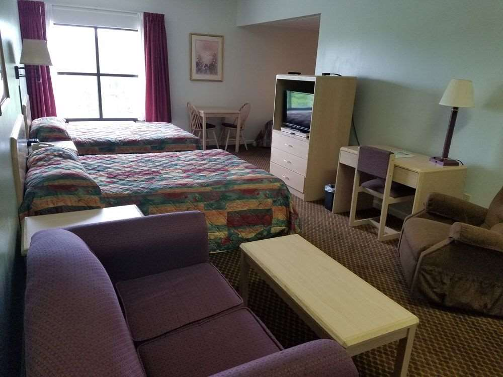 Room - Baymont Inn & Suites Cookeville