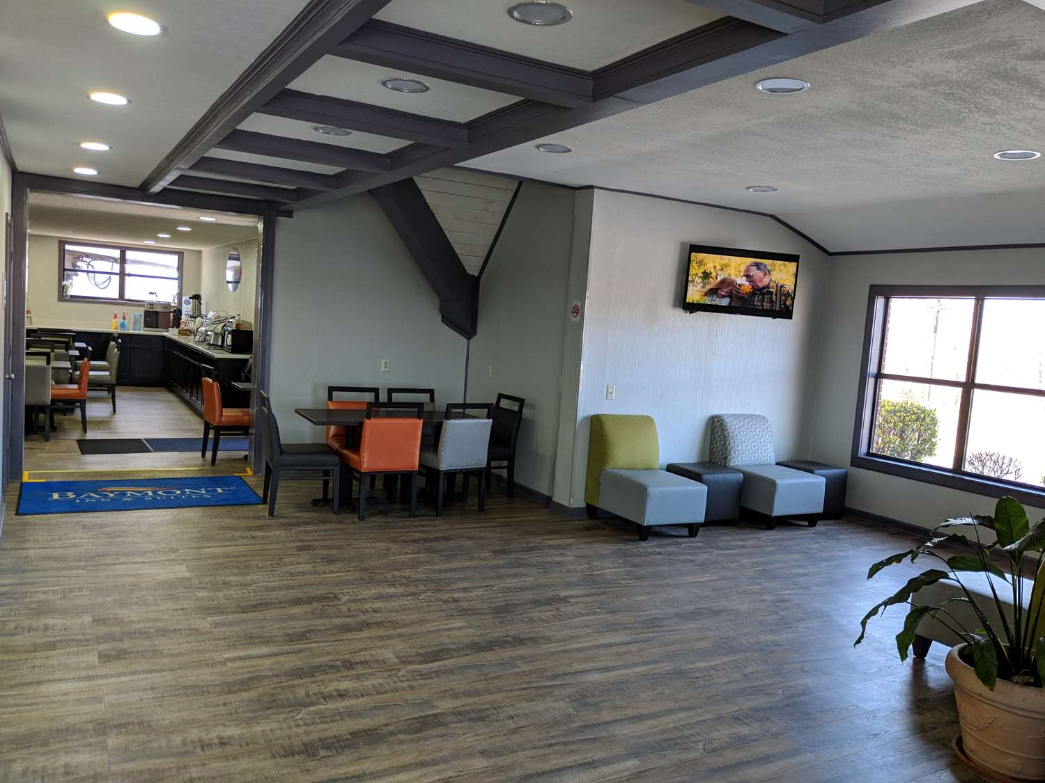 Lobby - Baymont Inn & Suites Cookeville