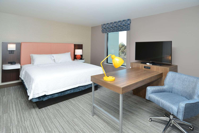Room - Hampton Inn & Suites Menomonie