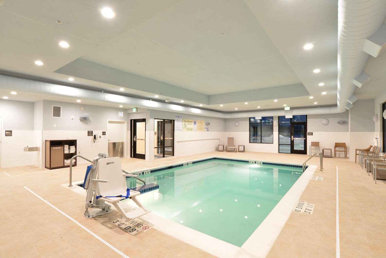 Pool - Hampton Inn & Suites Menomonie
