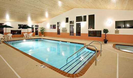 Pool - GrandStay Hotel & Suites Perham