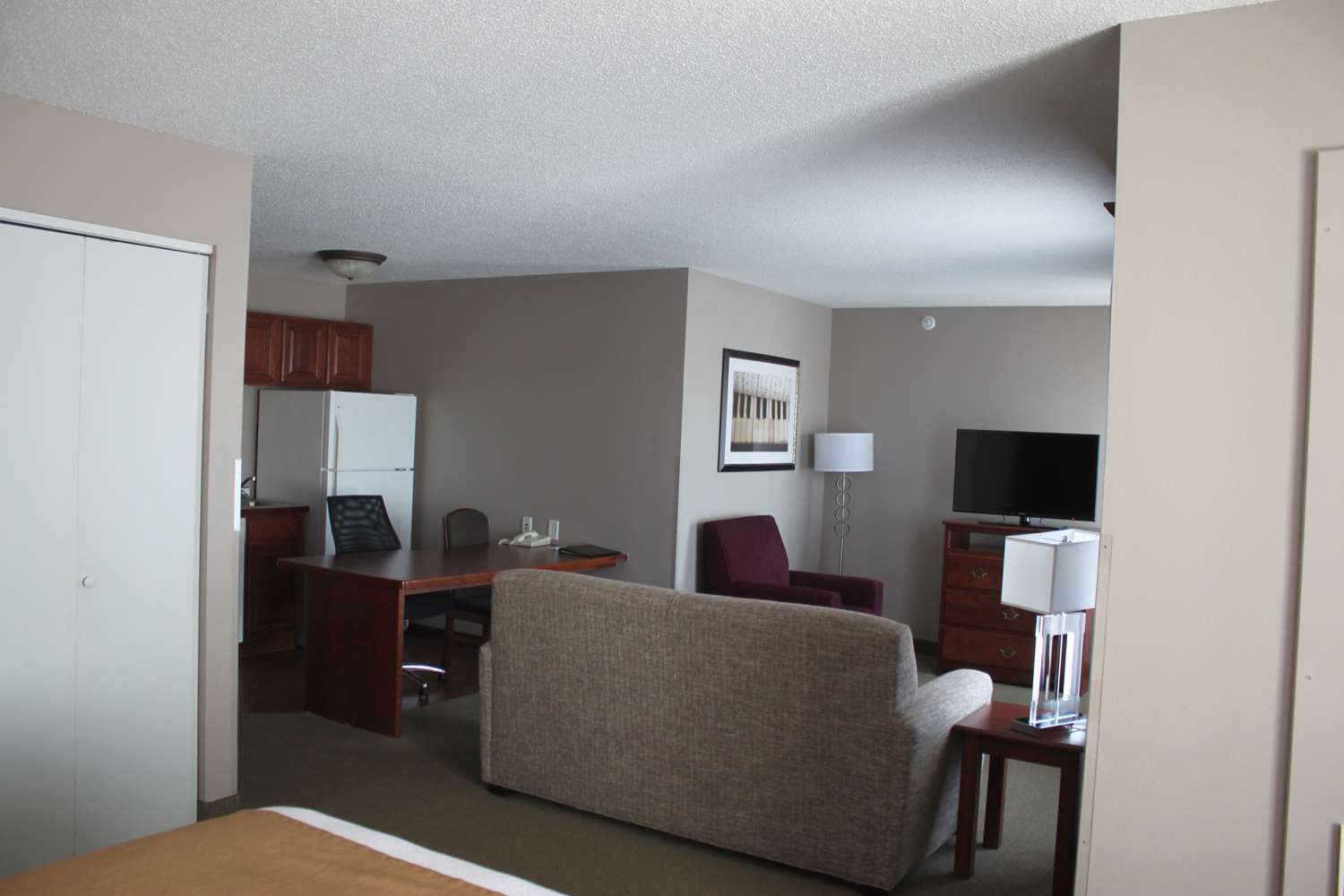 Room - GrandStay Hotel & Suites Ames