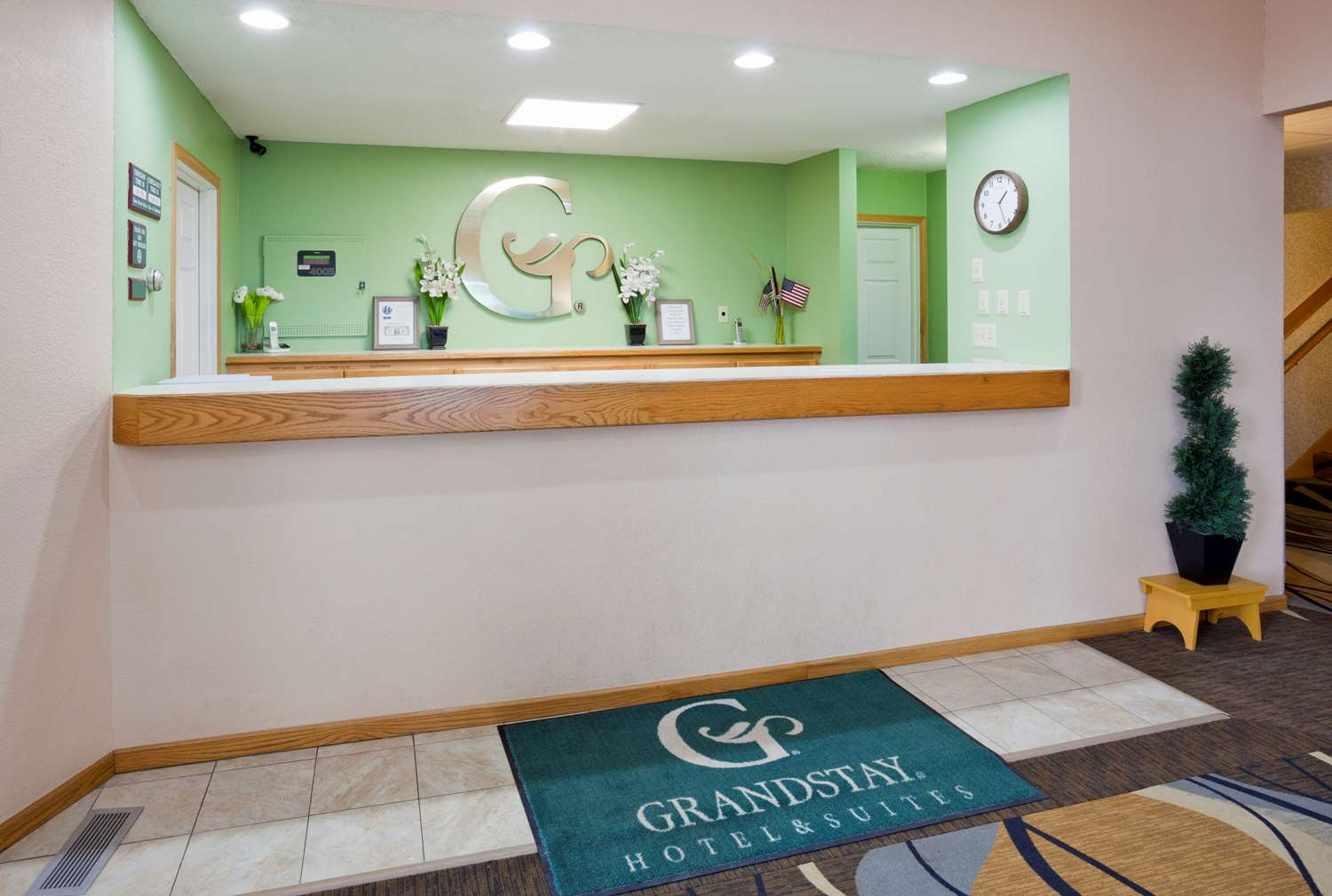 Lobby - GrandStay Hotel & Suites Waseca