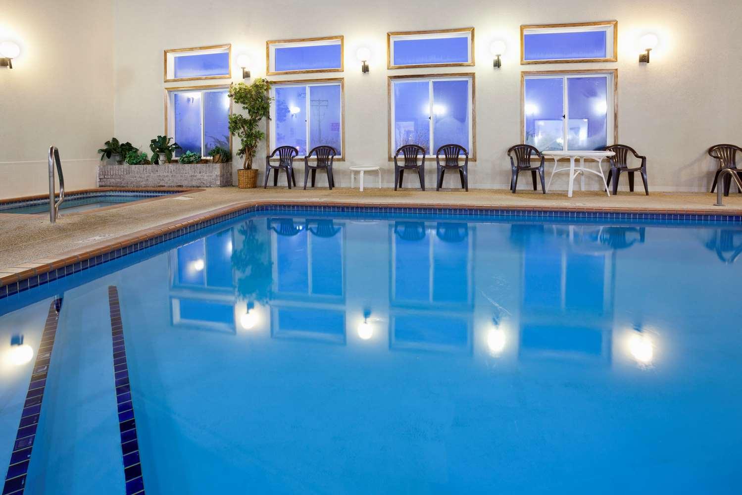 Pool - GrandStay Hotel & Suites Waseca