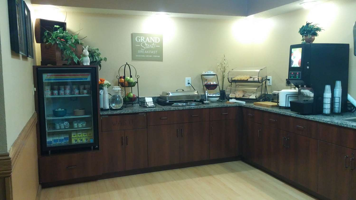 Restaurant - GrandStay Hotel & Suites Cambridge