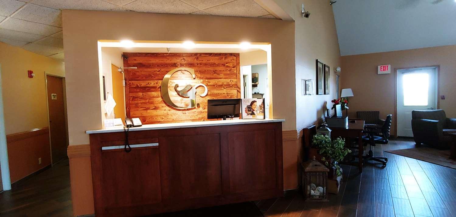 Lobby - GrandStay Hotel & Suites Cambridge