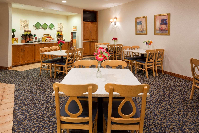 Restaurant - Grandstay Hotel & Suites Montevideo