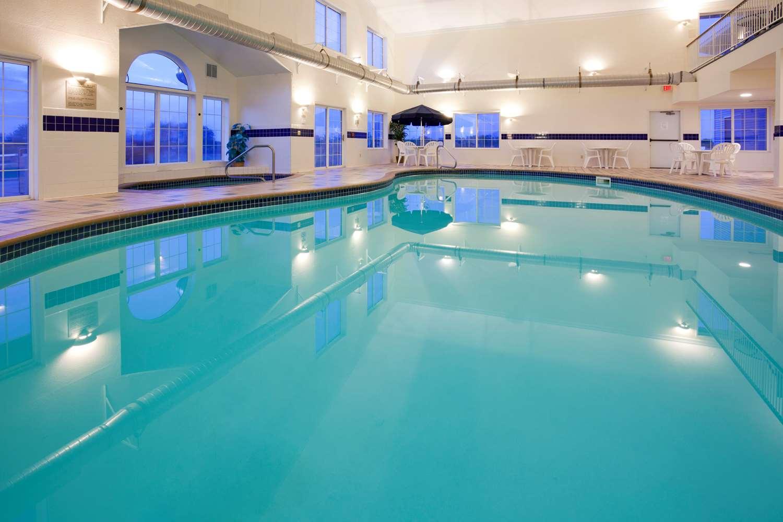 Pool - Grandstay Hotel & Suites Montevideo