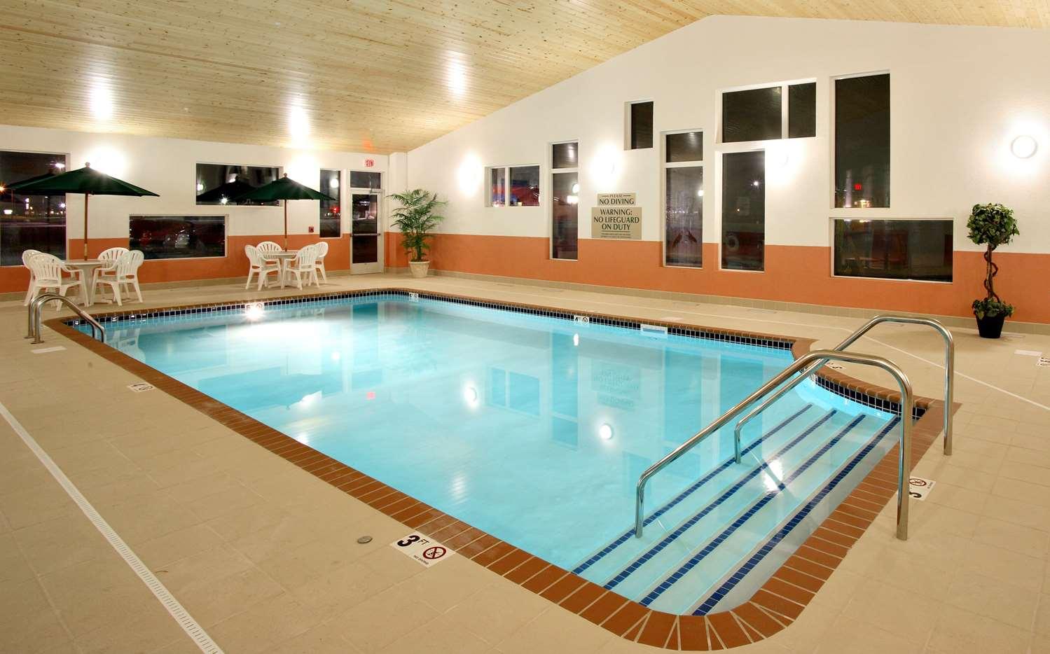 Pool - Grandstay Hotel & Suites Pipestone