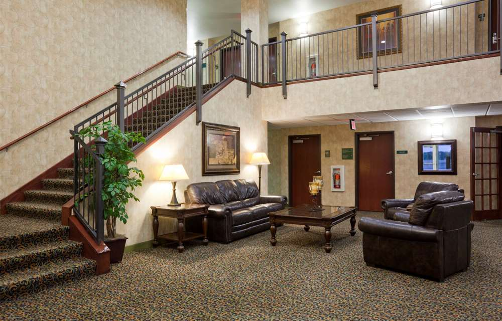 Lobby - GrandStay Hotel & Suites Becker