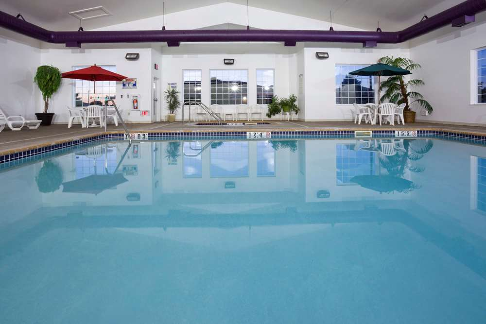 Pool - GrandStay Hotel & Suites Becker
