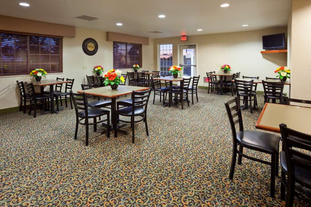 Restaurant - GrandStay Hotel & Suites Becker