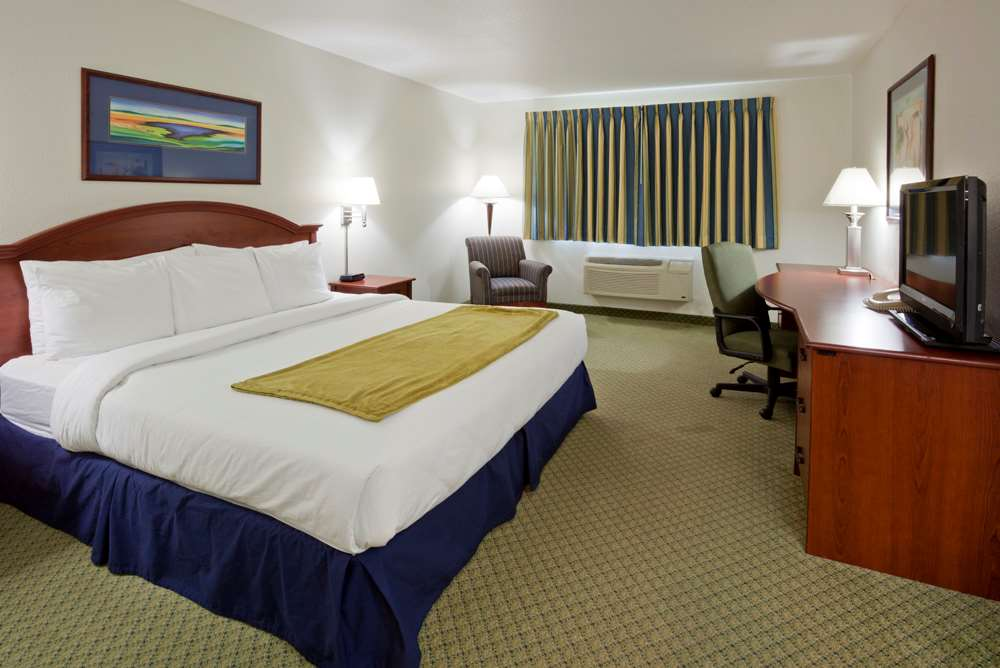 Room - GrandStay Hotel & Suites Becker