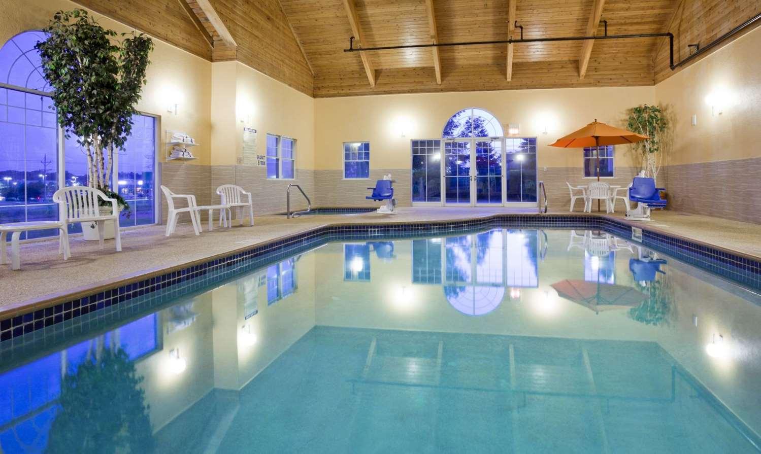 Pool - GrandStay Hotel & Suites Stillwater