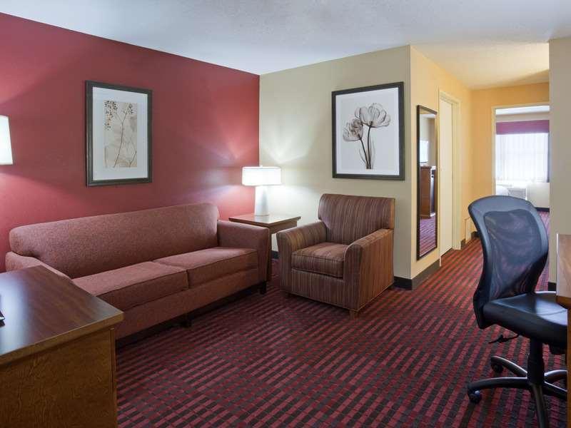 Room - GrandStay Hotel & Suites Stillwater