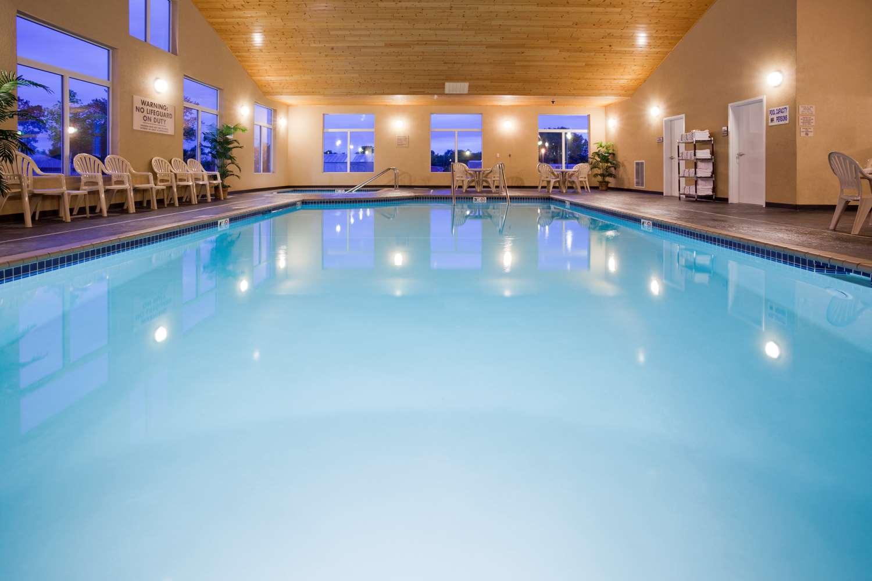 Pool - GrandStay Hotel & Suites Parkers Prairie