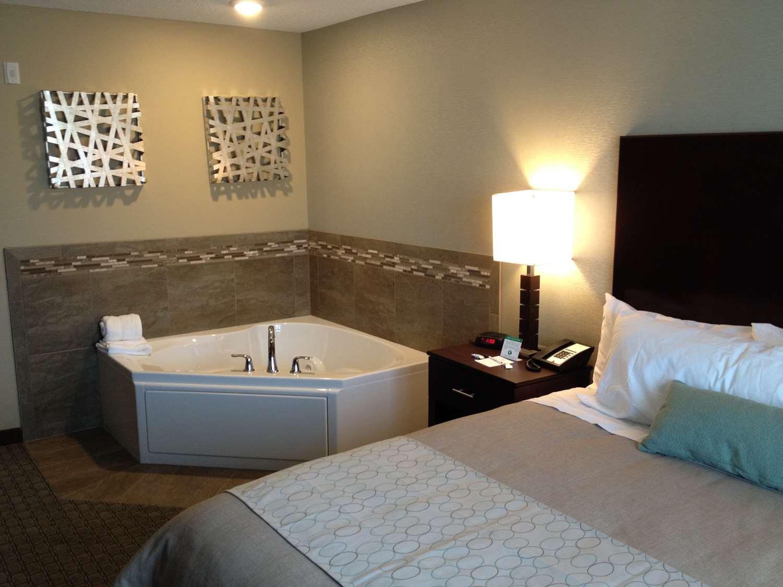 Pool - Grandstay Hotel Suites Glenwood