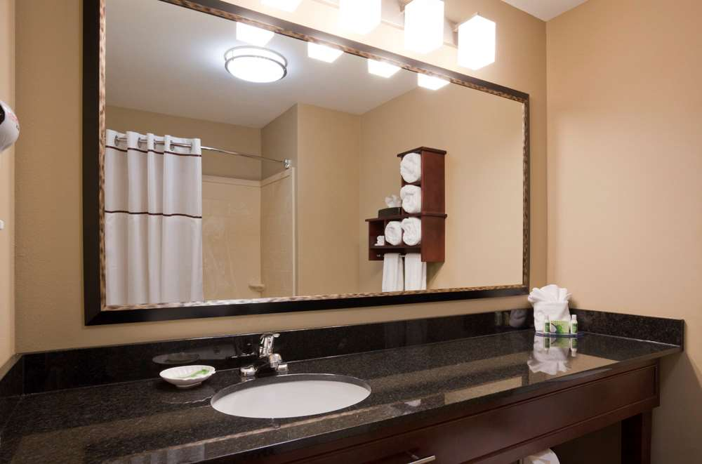 Room - GrandStay Hotel & Suites Thief River Falls