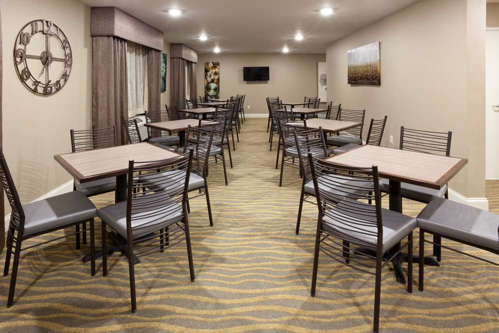 Restaurant - GrandStay Hotel & Suites Thief River Falls