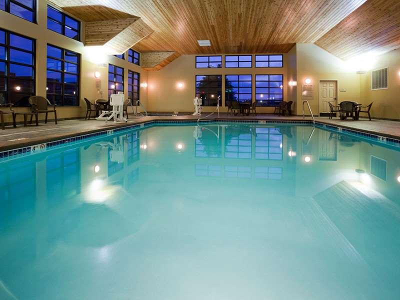Pool - GrandStay Hotel & Suites Luverne