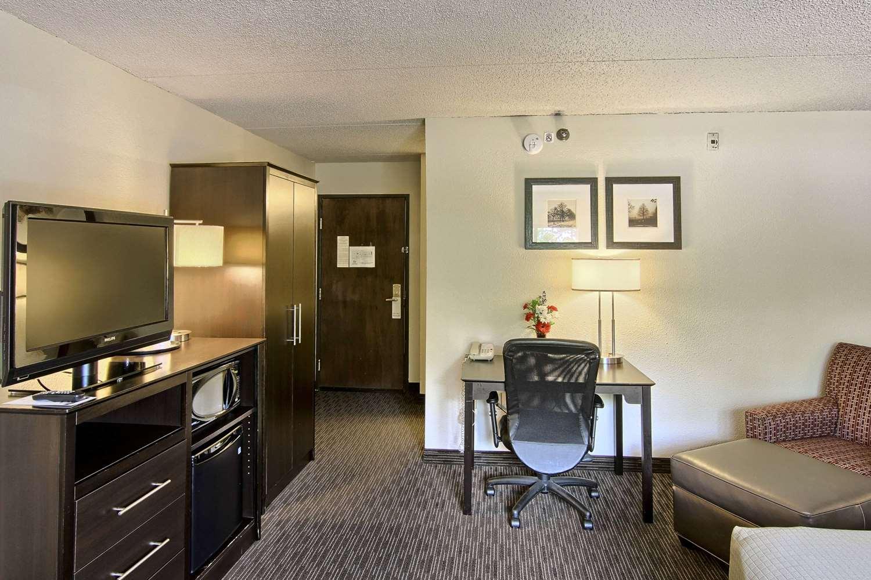Room - GrandStay Hotel & Suites Traverse City